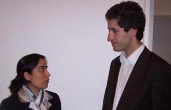 فرشاد بشیر هنگام صحبت با خانم ملالی جوی