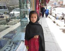 تصویر فاطمه دختر خورد سال در ساحه شهرنو، کابل