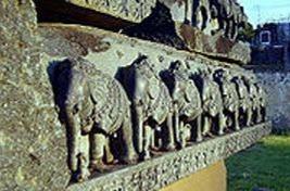 آثار و مجسمه های اشکال و اجسام از (کاکانیا) در( وارانگال) پایتخت سلطنت  (هند -شالوایتی)