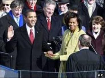 بارک اوباما هنگام اجرای تحلیف . عکس از بی بی سی