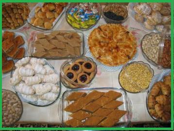 نمونه ایی از سفره ( دستر خوان  ) شیرنی د ر روز های عید  که در اکثر خانواده های هموطنان عزیز ما پهن میگردد.