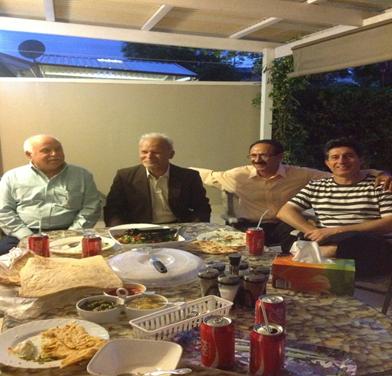 از راست به چپ: آقایان شریف حکیم ، نذیر ظفر ، صادق پیکار و صفدر ظفر